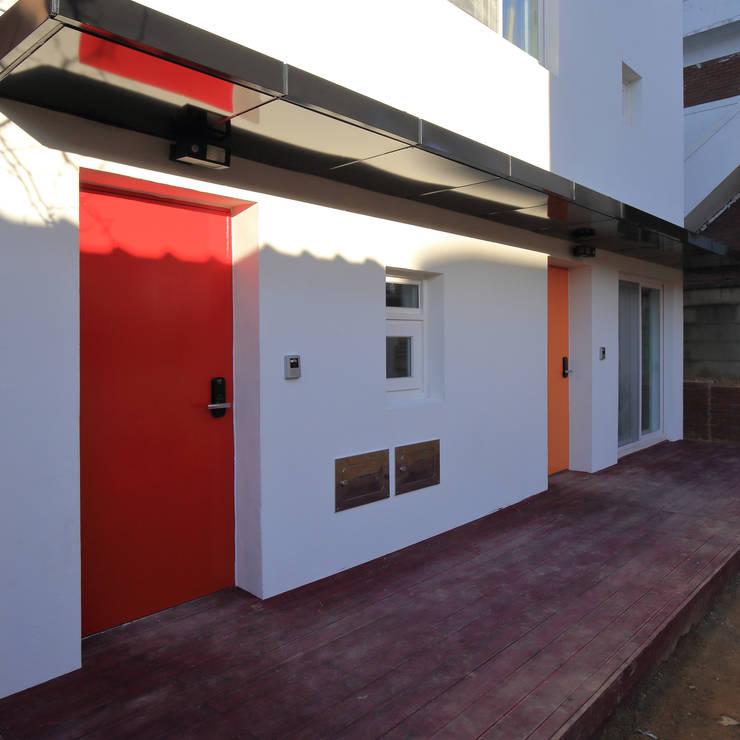 수원 단독주택: 건축그룹 [tam]의  다가구 주택