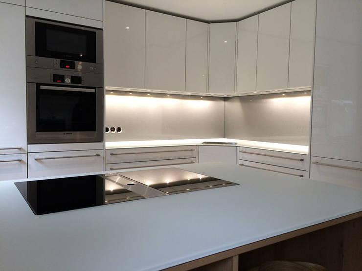 Über Eck Und Eine Insel: Küche Von Glascouture By Schenk Glasdesign