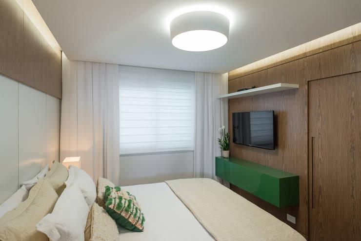 Bedroom by Fernanda Miranda Arquitetura