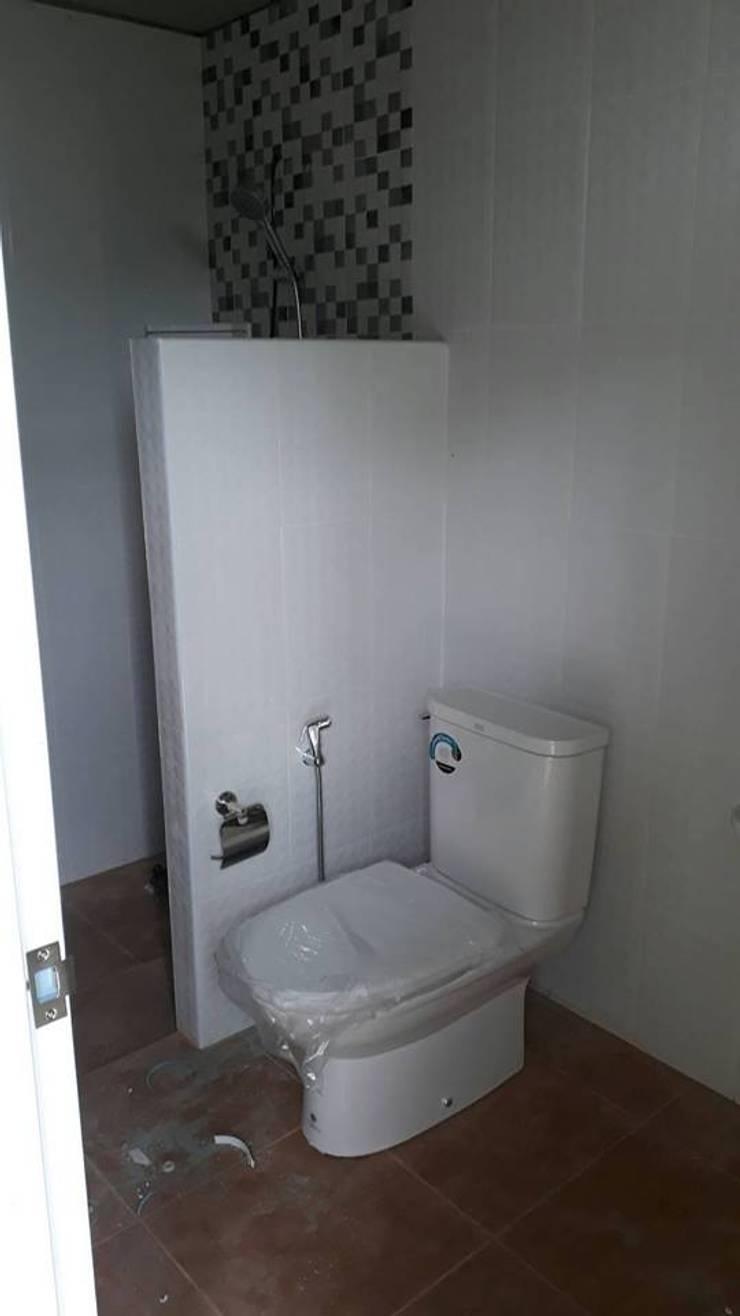 งานบ้านน็ฮคดาวน์:  ห้องน้ำ by P Knockdown Style Modern