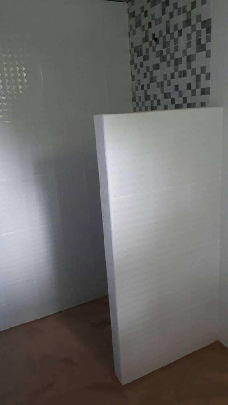 Type Two Plus @ ปทุมธานี:  ห้องน้ำ by P Knockdown Style Modern