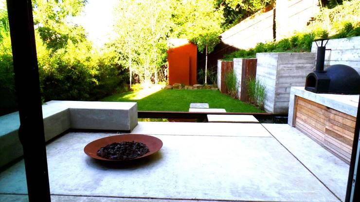 Modern Zen Garden: Zen Garden By GreenlinesDesign Ltd