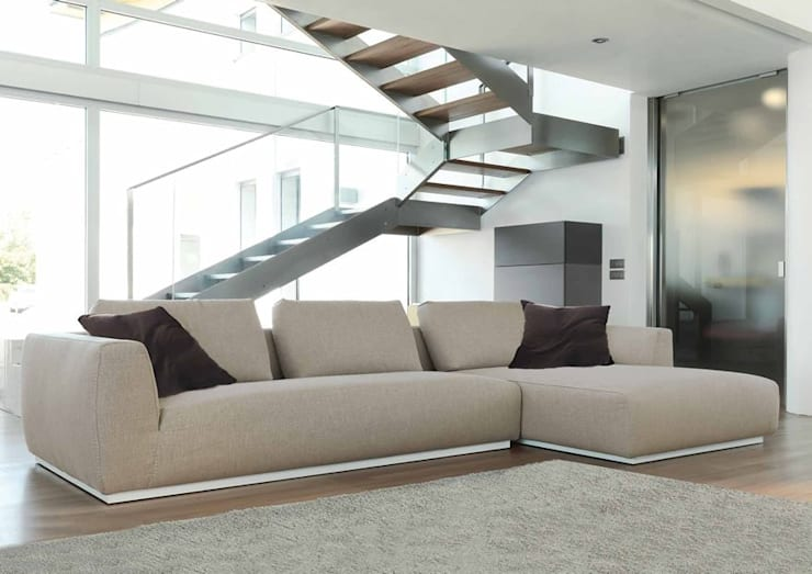 Modern Lounge Design:  Living room by Spacio Collections