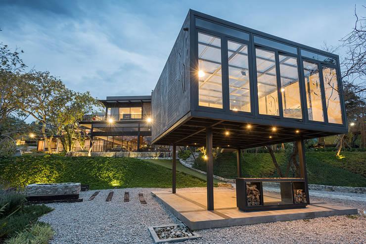 Real de Valle - Sobrado + Ugalde Arquitectos : Casas de estilo  por Sobrado + Ugalde Arquitectos