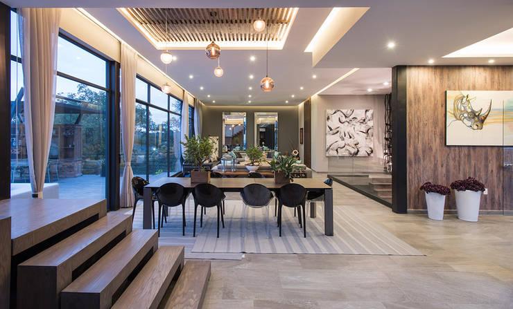 Real de Valle - Sobrado + Ugalde : Pasillos y recibidores de estilo  por Sobrado + Ugalde Arquitectos