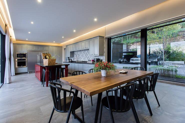 Real de Valle - Sobrado + Ugalde : Comedores de estilo  por Sobrado + Ugalde Arquitectos