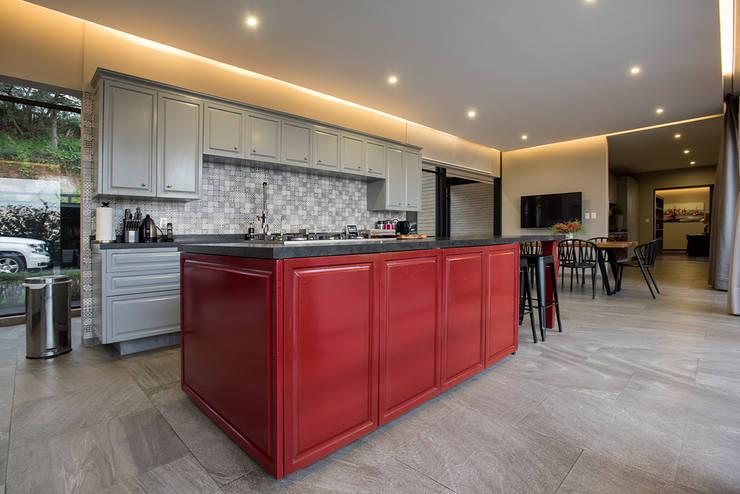 Real de Valle - Sobrado + Ugalde : Cocinas de estilo  por Sobrado + Ugalde Arquitectos