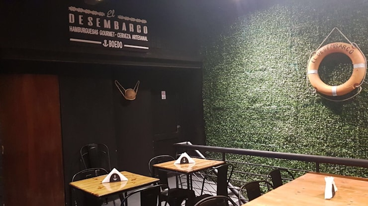 Foto primer piso, salon comedor y barra cerveceria: Bares y Clubs de estilo  por BIANCHI ARQUITECTURA INTERIOR
