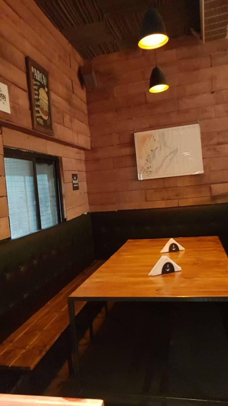 foto primer piso salon comedor: Bares y Clubs de estilo  por BIANCHI ARQUITECTURA INTERIOR