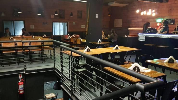 salon primer piso: Bares y Clubs de estilo  por BIANCHI ARQUITECTURA INTERIOR