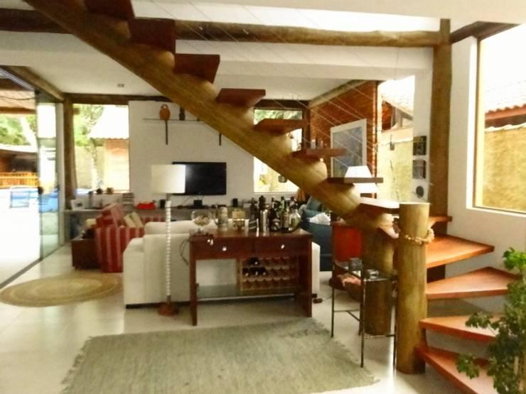 Rustic style corridor, hallway & stairs by VN Arquitetura Rustic Wood Wood effect