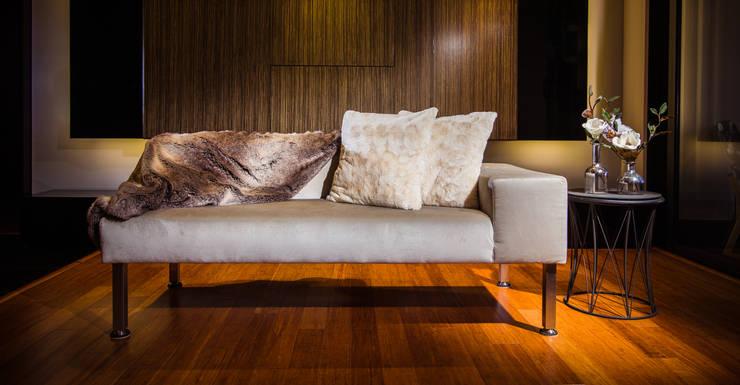 MONDRIAN: Salas de estilo  por Munera y Molina,