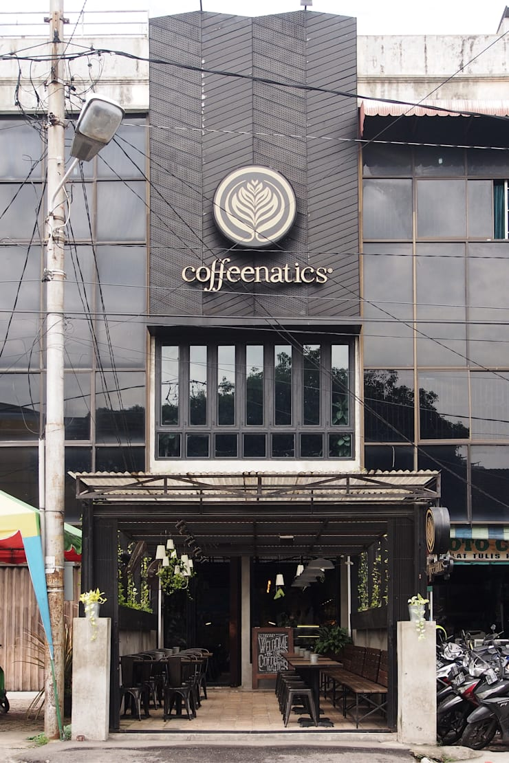 Tampak depan The Coffeenatics:  Restoran by Spasi Architects