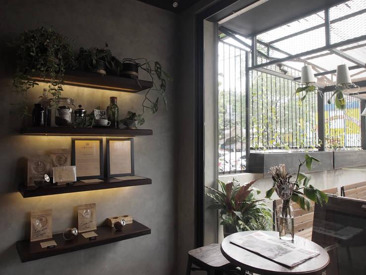 Interior:  Restoran by Spasi Architects