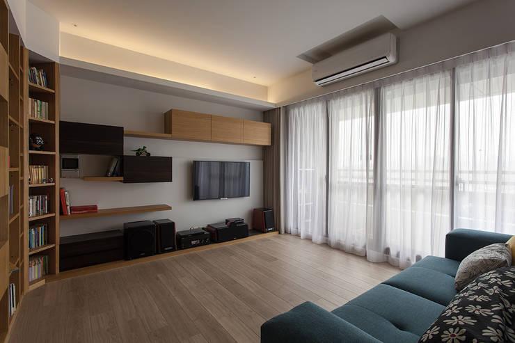 客廳-電視牆面規劃:  客廳 by 禾光室內裝修設計 ─ Her Guang Design