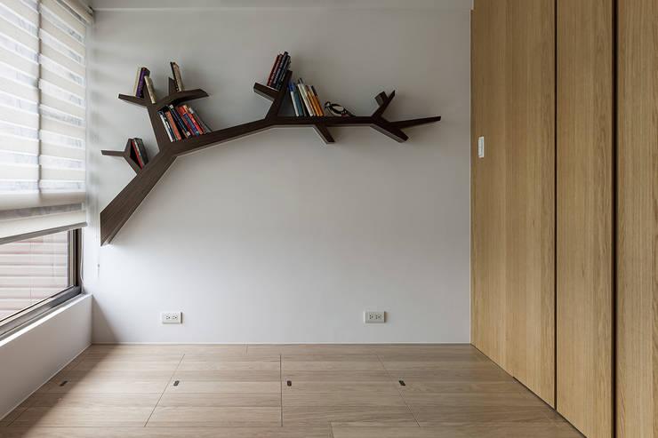 樹枝-書層架設計:  書房/辦公室 by 禾光室內裝修設計 ─ Her Guang Design