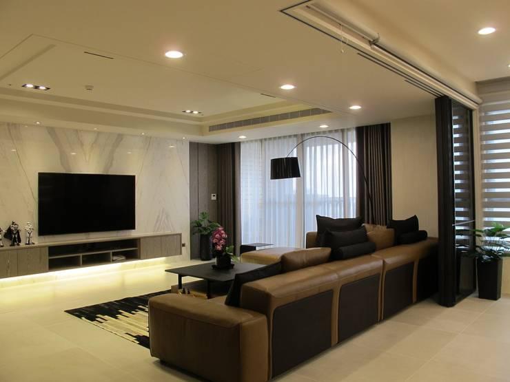打造優雅的築夢居:  客廳 by 雅舍斯室內設計