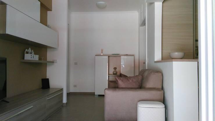 soggiorno angolo cottura: Soggiorno in stile  di PARIS PASCUCCI ARCHITETTI