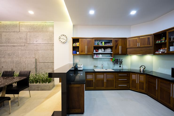 Dapur by Cty TNHH MTV Kiến trúc, Xây dựng Phạm Phú & Cộng sự - P+P Architects