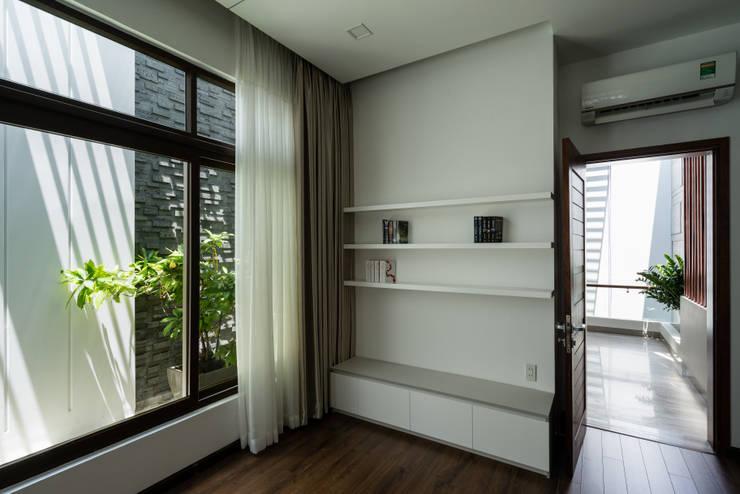 Dinding by Cty TNHH MTV Kiến trúc, Xây dựng Phạm Phú & Cộng sự - P+P Architects