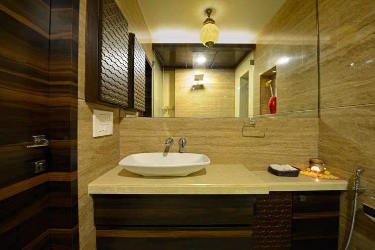 Matunga Apartment:  Bathroom by Fourth Axis Designs,Asian
