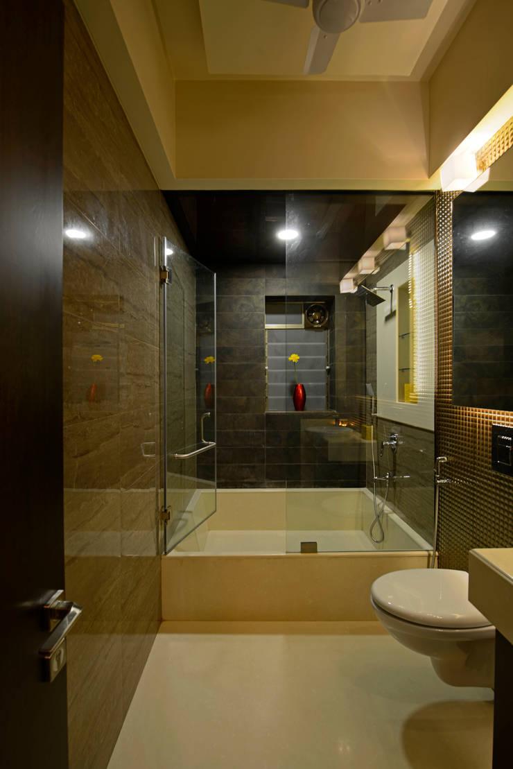 Matunga Apartment:  Bathroom by Fourth Axis Designs,Modern