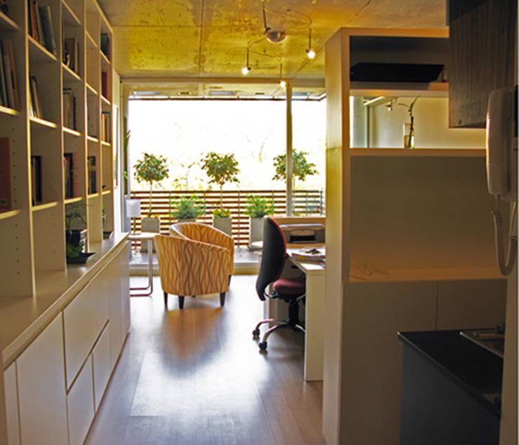 Monoambiente 3 de febrero: Livings de estilo  por Paula Mariasch - Juana Grichener - Iris Grosserohde Arquitectura,