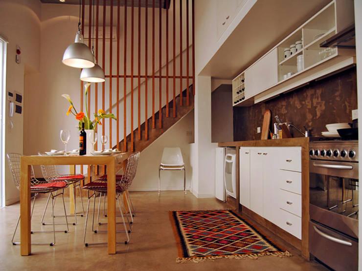 Home Loft: Comedores de estilo  por Paula Mariasch - Juana Grichener - Iris Grosserohde Arquitectura,