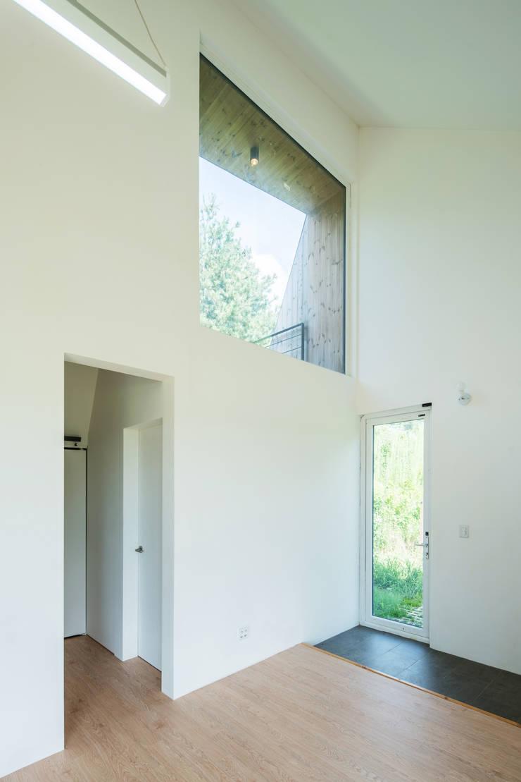 Shear House: stpmj의  창문,모던