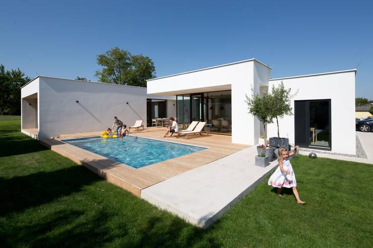 Bungalow k das haus das ein dorf ist by paschinger architekten zt kg homify - Architekten bungalow ...