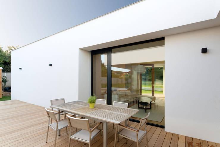 Terrazas de estilo  por PASCHINGER ARCHITEKTEN ZT KG