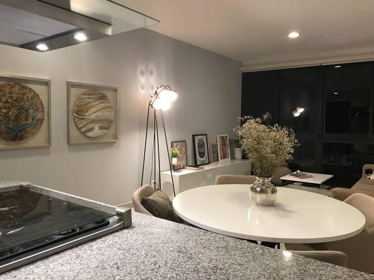 Espacio social : Comedor de estilo  por Home Reface - Diseño Interior CDMX