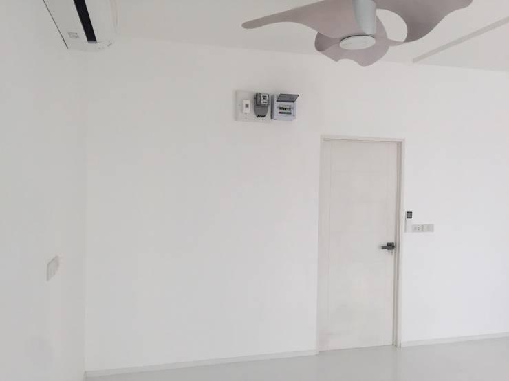 走廊 & 玄關 by P Knockdown Style Modern