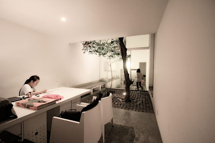 LIVING ROOM / WORK PLACE:   by NBD ARCHITECTS