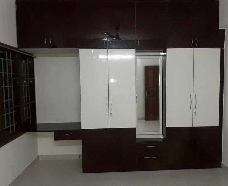 Wooden Cupboard Online:  Bedroom by Scale Inch Pvt. Ltd.