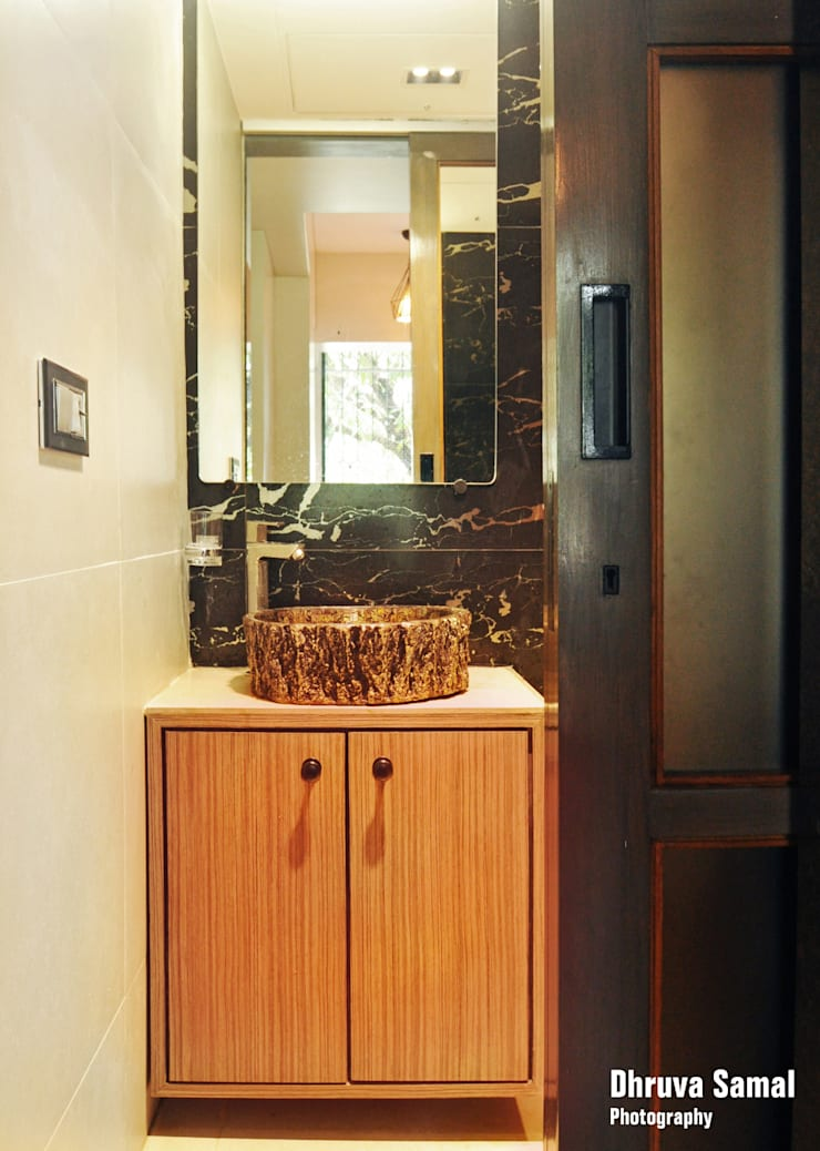 Residence at Vile Parle (E)—02:  Bathroom by Dhruva Samal & Associates,Modern