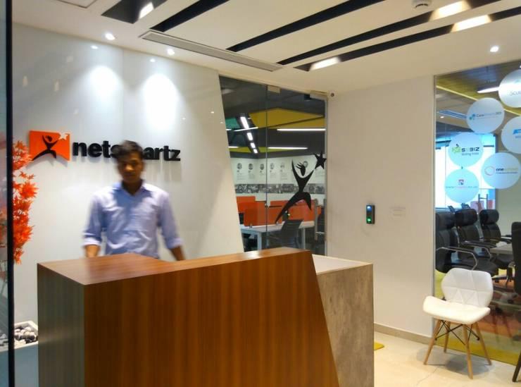 Reception/Waiting by Ravi Prakash Architect Eclectic Engineered Wood Transparent