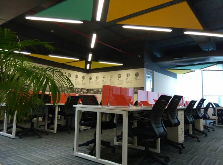 Workstations by Ravi Prakash Architect Modern Engineered Wood Transparent
