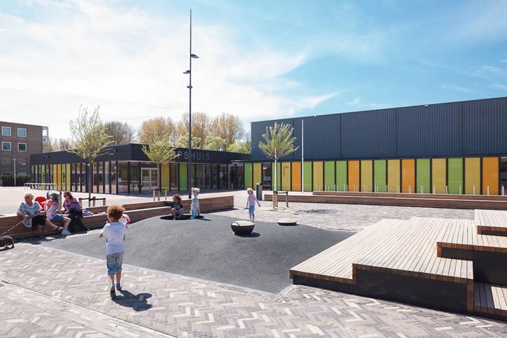 Dorpshuis Duivendrecht - Exterieur:  Kantoor- & winkelruimten door MINT Architecten, Modern