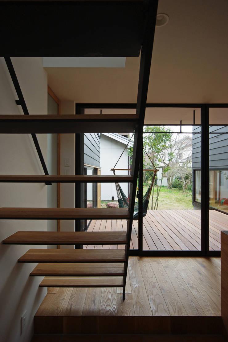 階段: 空間建築-傳 一級建築士事務所が手掛けた廊下 & 玄関です。