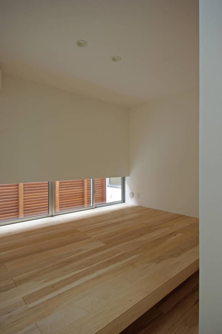 寝室: 株式会社 空間建築-傳が手掛けた寝室です。