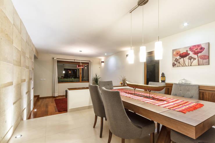 Dining room by SANTIAGO PARDO ARQUITECTO