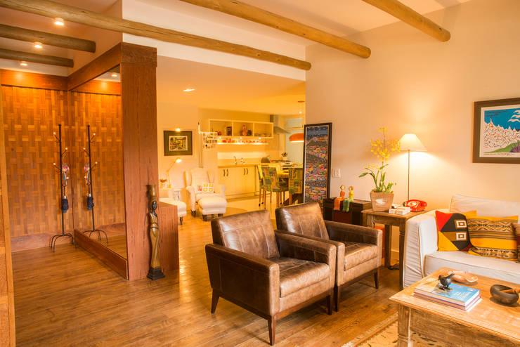 ห้องนั่งเล่น โดย Giselle Wanderley arquitetura, คันทรี่