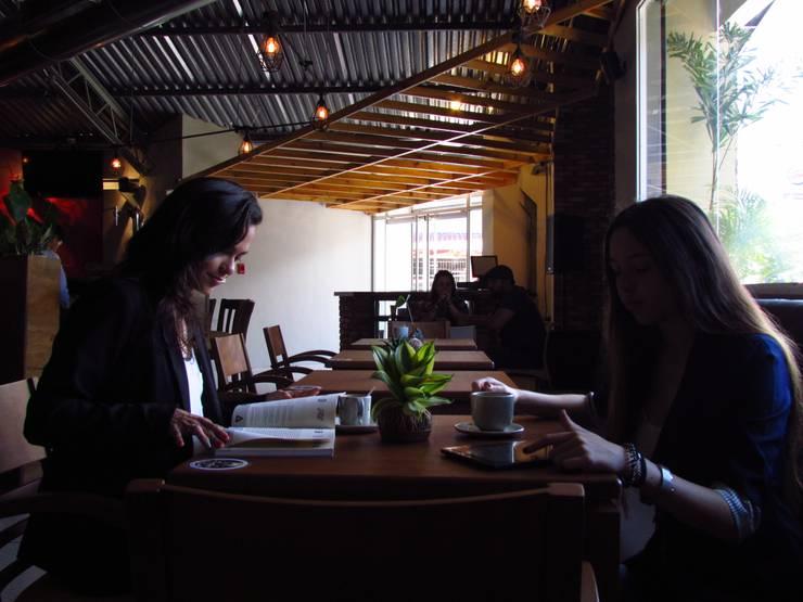 Panadería Andina: Restaurantes de estilo  por Loft estudio C.A.