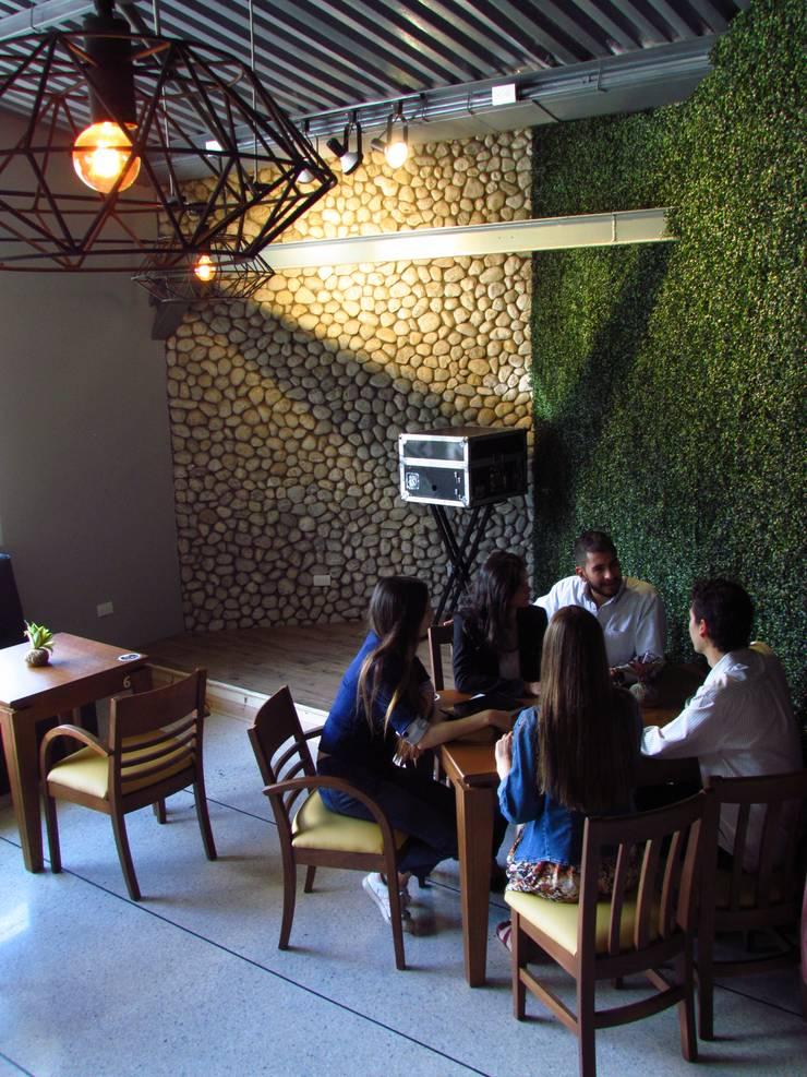 Panadería Andina: Bares y Clubs de estilo  por Loft estudio C.A.