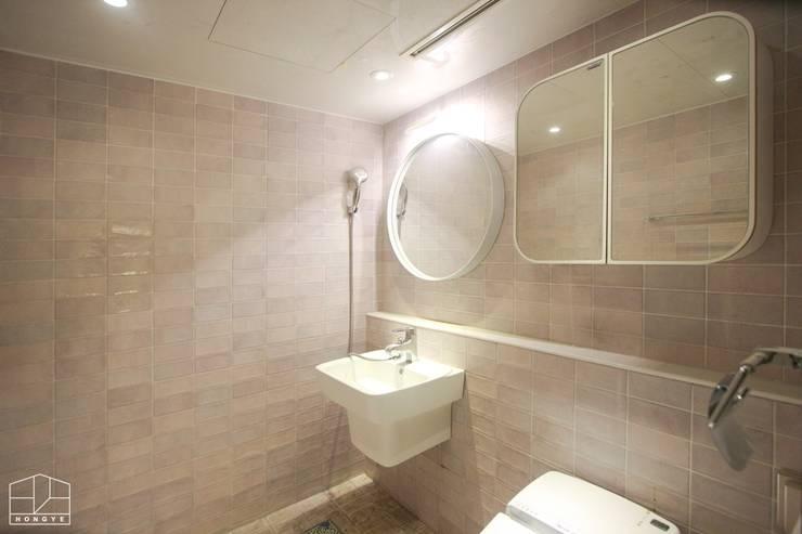 40평대 아파트 인테리어 모아보기: 홍예디자인의  욕실,미니멀