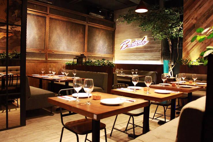 Bastardo Gourmet Pizza & Bar - Pantai Indah Kapuk:   by TRE Studio