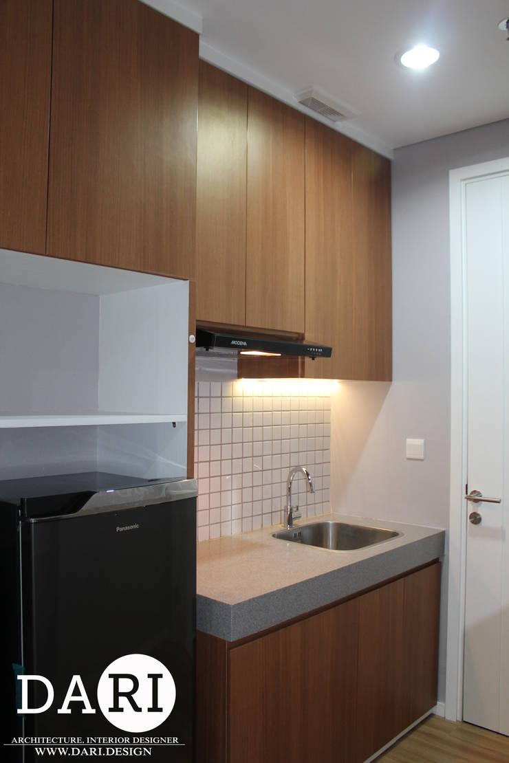small kitchen :  Kitchen by DARI