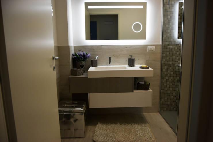 il bagno: Bagno in stile  di Studio Tecnico Progettisti Associati Ing. Marani Marco & Arch. Dei Claudia