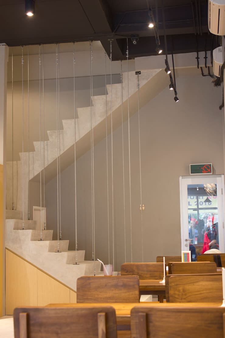 Stair- 1st Floor:  Restoran by TIES Design & Build